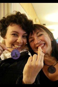 Que ponga verde a Podemos y no significa que no me pueda ir vinos con sus feministas, porque nosotras lo valemos y estamos por encima de enfrentamientos machos. María del Río es una de las muchísmas feministas potentes que luchan porque la voz de las mujeres se abra paso en las nuevas opciones políticas.